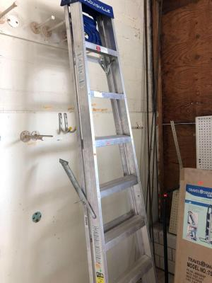 Louisville 8 foot aluminum step ladder