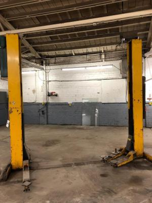 VBM Automotive Lift 7,000 lb capacity, model NO.20000, Serial:23291, HP 1, Frequency 60, Phase 1, Input Volts 230, Amps 7.5, works