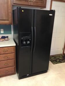 Whirlpool side by side refrigerator-freezer / electric